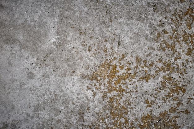 Oude uitstekende concrete beschimmelde de vormachtergrond van muur abstracte vlekken.