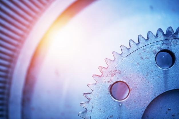 Oude uitstekende rotor van een oude krachtcentrale in een close-up.