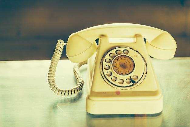 Oude uitstekende telefoon