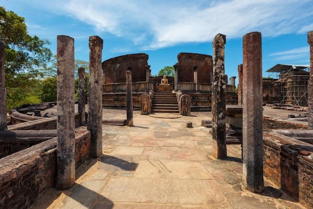 Oude vatadage boeddhistische stoepa in oude stad pollonaruwa sri lanka