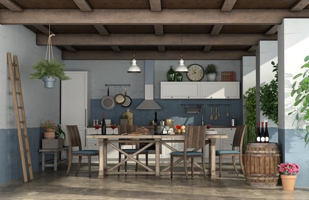 Oude veranda met keuken in rustieke stijl