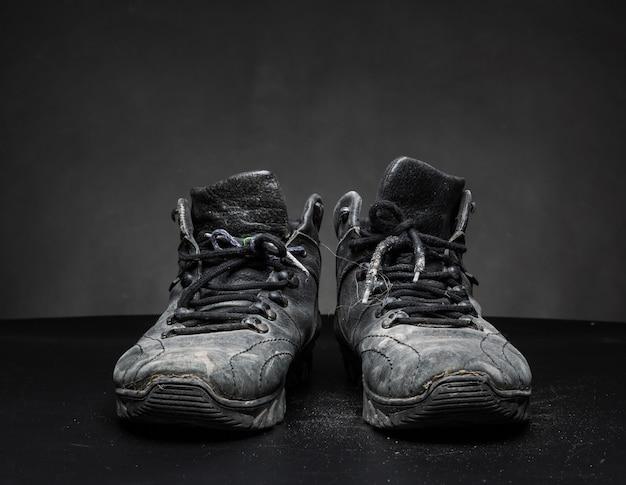 Oude versleten schoenen