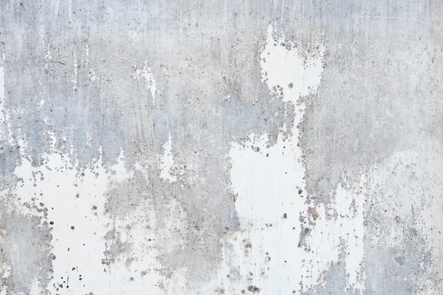 Oude versleten verf die van een muur pelt om steen eronder te onthullen - textuur of achtergrond.