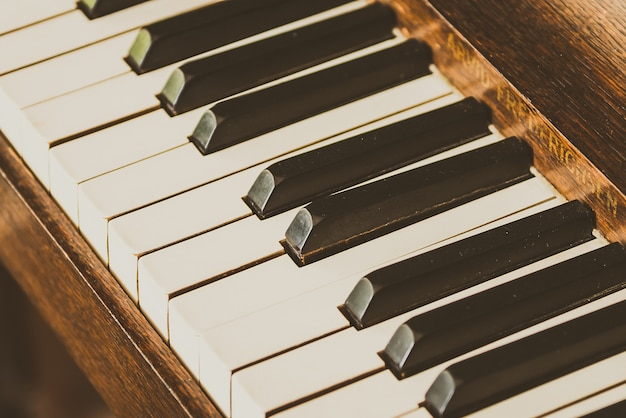 Oude vintage pianotoetsen