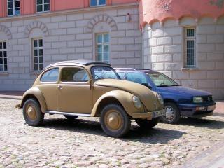 Oude volkswagen kever uit de tweede wereldoorlog 2