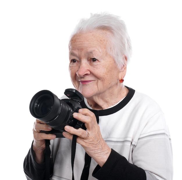 Oude vrouw met geïsoleerde fotocamera