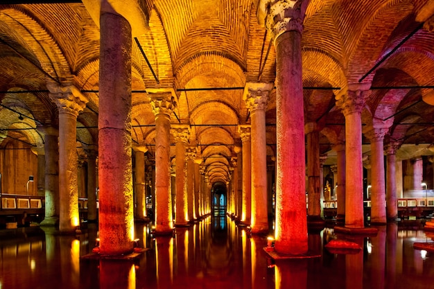 Oude water basilica cisterne in istanbul, turkije