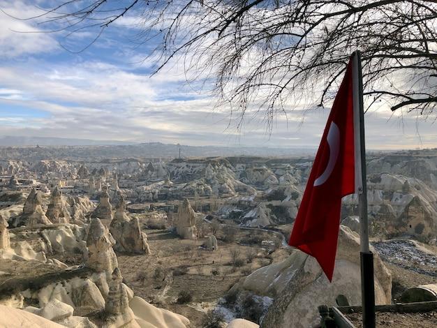 Oude woningen uitgehold in vulkanisch gesteente in cappadocië, turkije