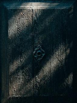Oude zwarte deuren houtstructuur textuur van metaal