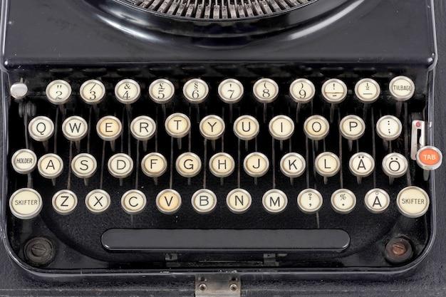 Oude zwarte typemachine