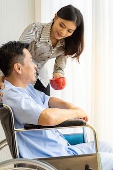Oudere patiënt en familielid