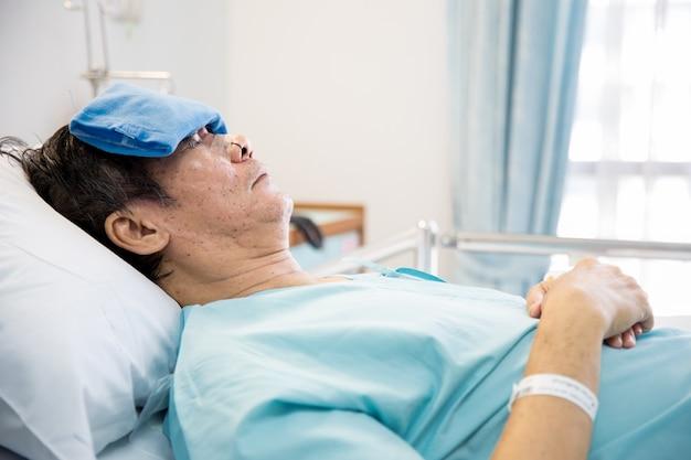 Oudere senior man patiënt