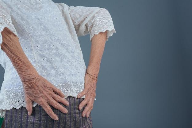 Oudere vrouwen met pijn.