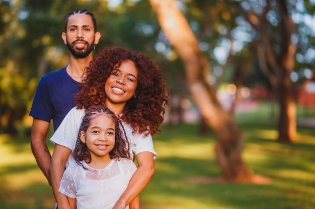 Ouders en dochter in het park