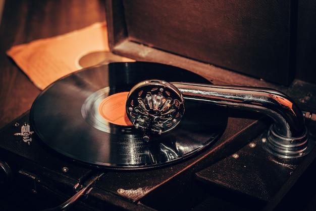 Ouderwetse grammofoon speler close-up