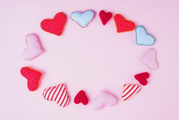 Ovaal van schattige handgemaakte harten