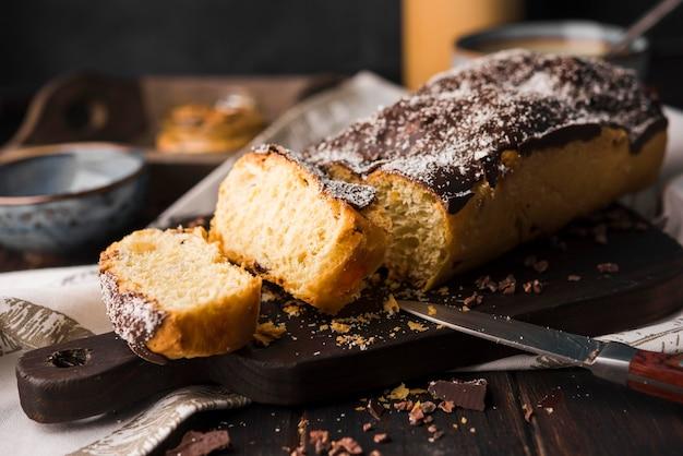 Oven bak bananenbrood klaar om te worden geserveerd Premium Foto