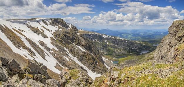 Over de bergkloof, lente in de bergen