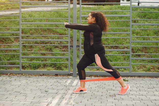 Over de grootte van een vrouw die rekoefeningen doet