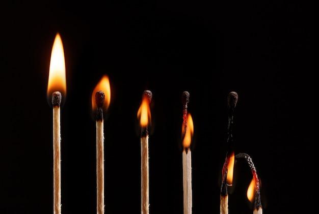 Overeenkomen met de vlam geïsoleerd