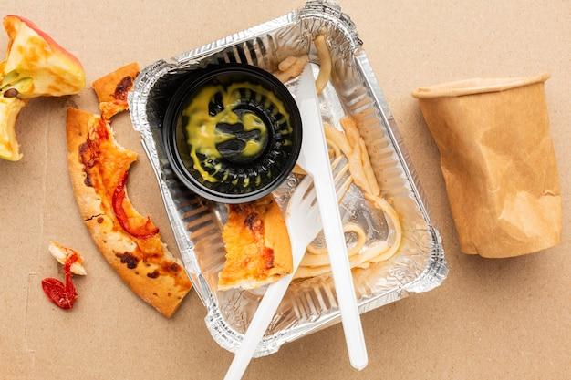 Overgebleven pizzavoedsel en fastfood