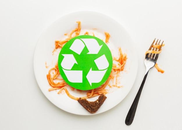 Overgebleven verspild spaghettideegwaren recyclingsymbool