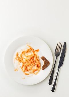 Overgebleven verspilde spaghetti pasta kopie ruimte