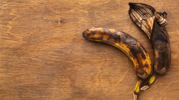 Overgebleven voedselresten rijpen bananen