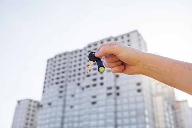 Overhandiging van de sleutel van een nieuw huisconcept