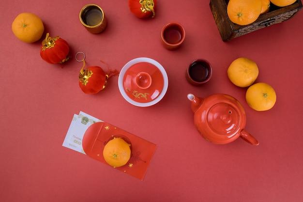Overhead van de hoogste lantaarnsdecoratie chinees nieuwjaar feestelijk met traditionele theeceremonie