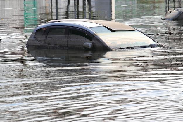 Overstroomde auto