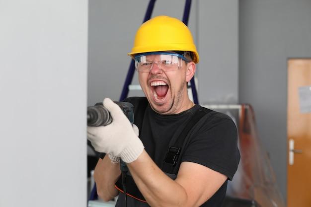 Overtreding van de geluidswet tijdens de bouwnieg