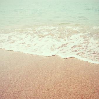 Overzees strand met retro filtereffect