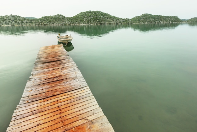 Overzeese pier in de kust van turkije