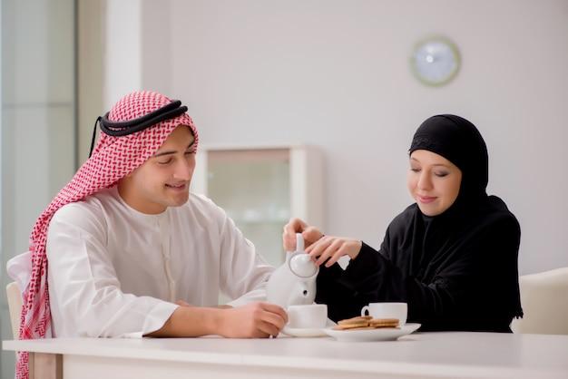 Paar arabische man en vrouw