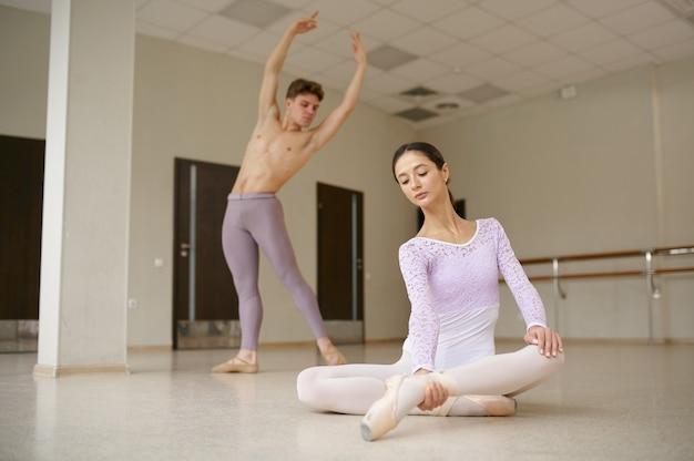 Paar balletdansers in actie