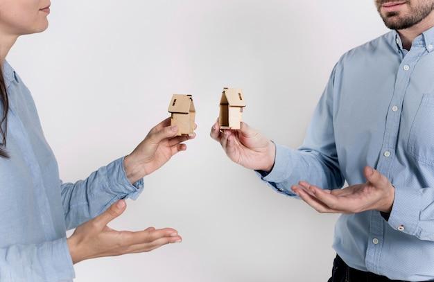 Paar bespreken familie uiteenvallen