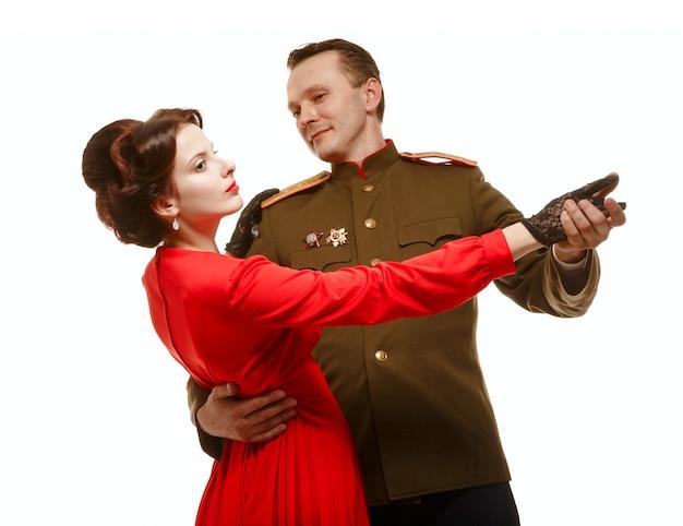 Paar dat een wals danst. periode - de tweede wereldoorlog.
