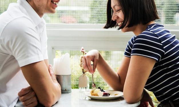 Paar daten in het café