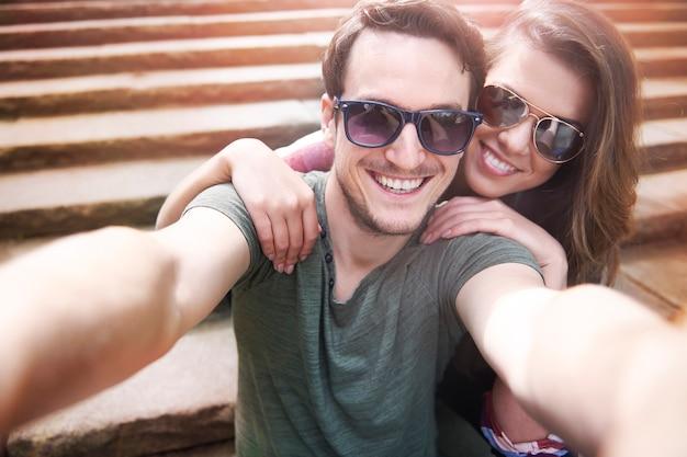 Paar genieten in de stad