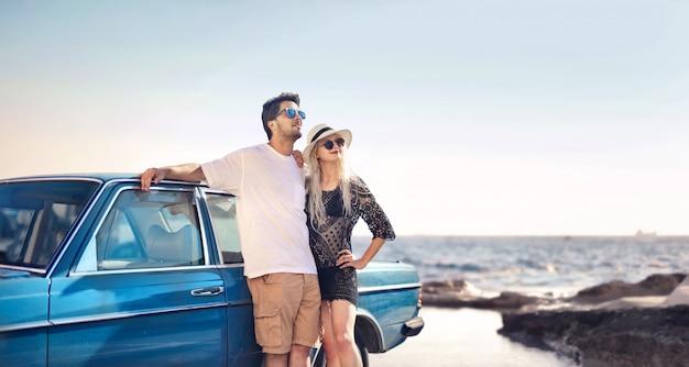 Paar genieten van de vakantie