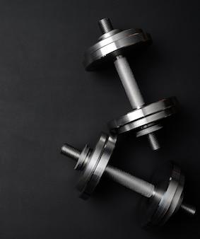 Paar glanzende stalen zetwerk halters voor bodybuilding
