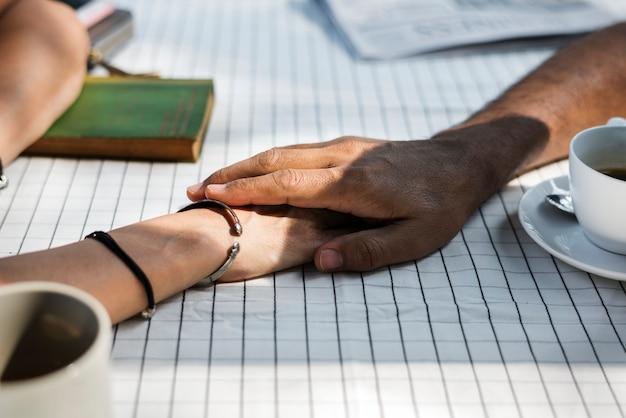 Paar hand in hand