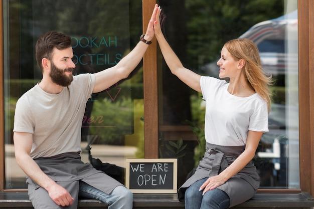 Paar heropening van kleine bedrijven