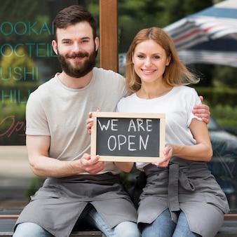 Paar heropening van kleine bedrijven Gratis Foto