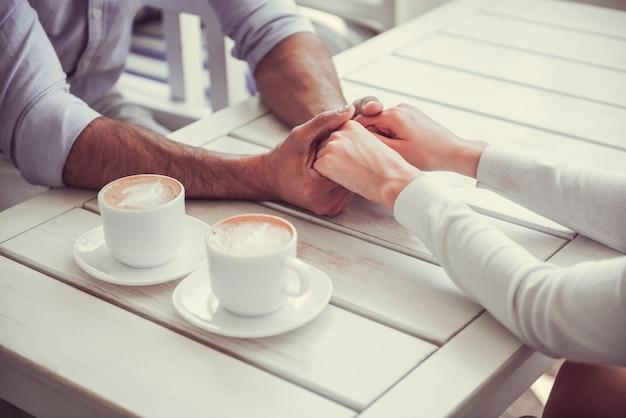 Paar in café