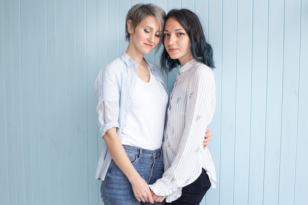 Paar jonge vrouw op valentijnsdag