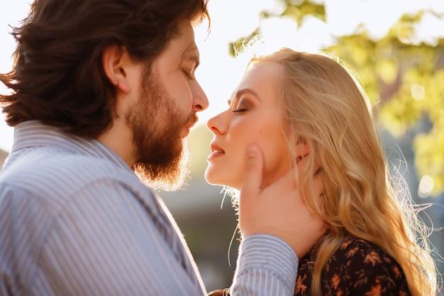 Paar kus in de zomer