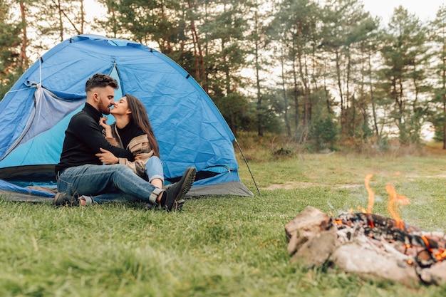 Paar kussen in tent