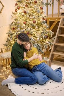 Paar man en vrouw jong in kerstmis
